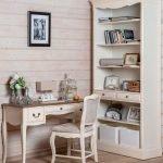 Интерьер в стиле прованс с рабочим столом