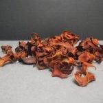 Для придания аромата крону наполняем сухоцветами