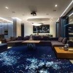 Синий пол в гостиной