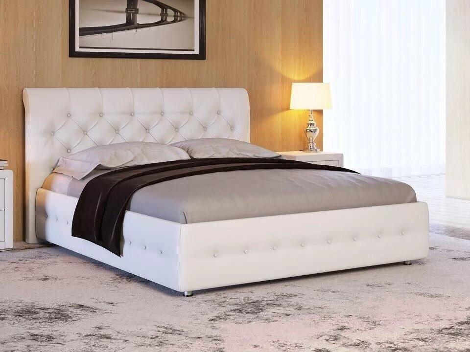 Кровать с мягкой обивкой в интерьере