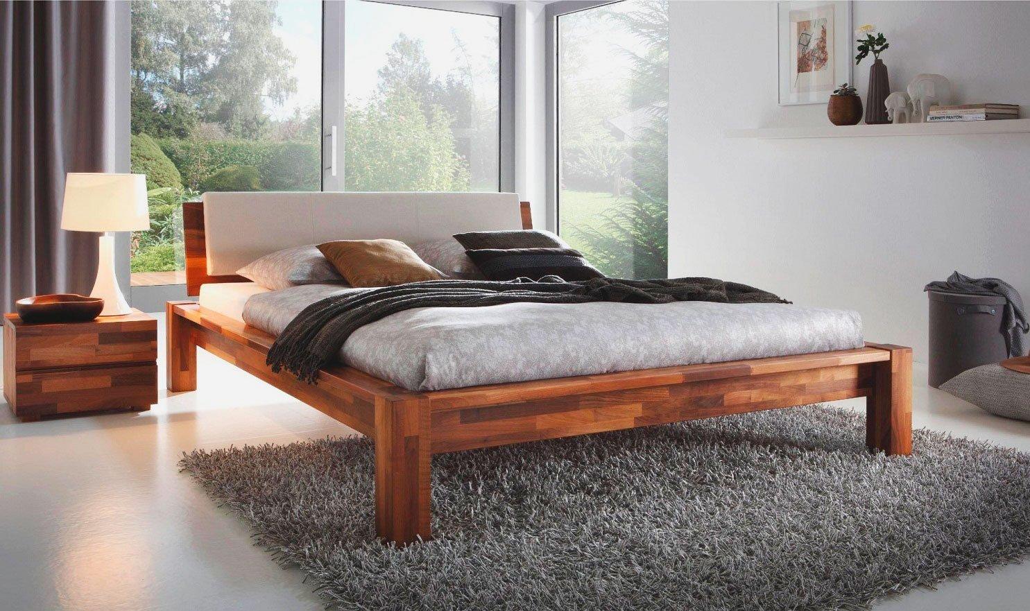 Кровать из массива дерева в интерьере