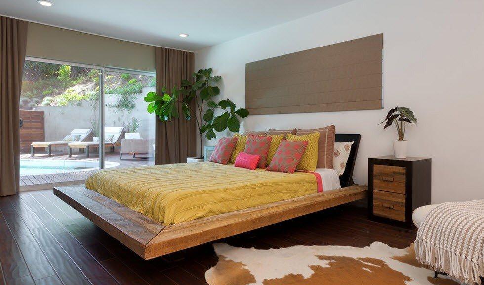 Кровать с выступом у основания в интерьере