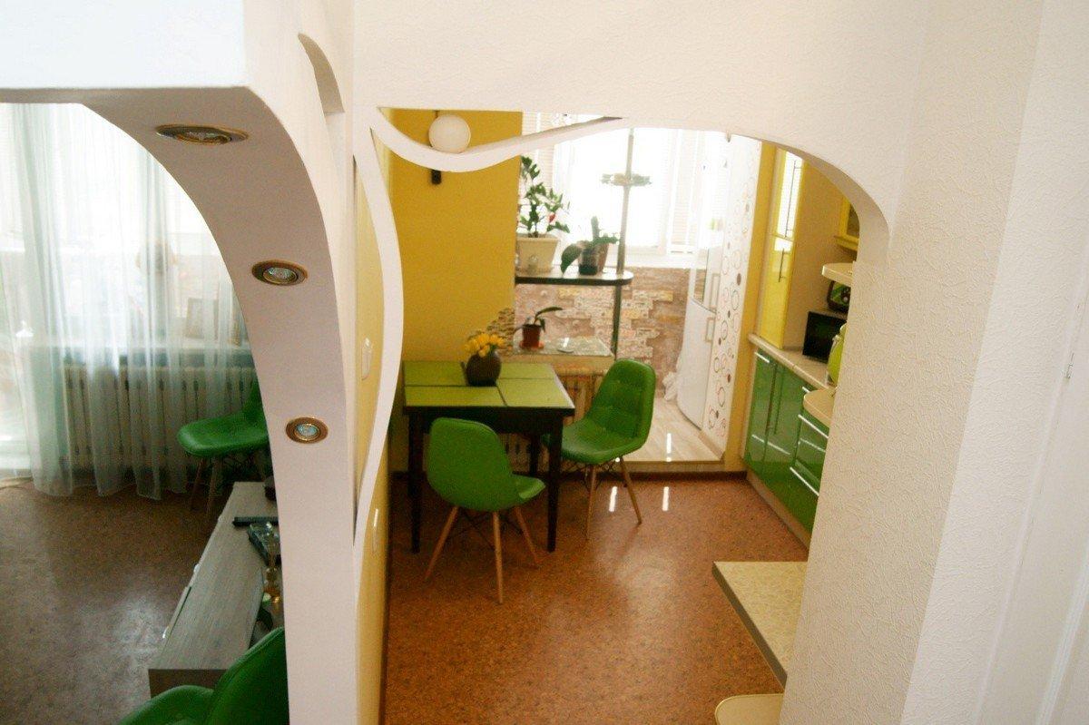 Зеленые стулья на кухне