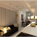 Низкий потолок в небольшой гостиной