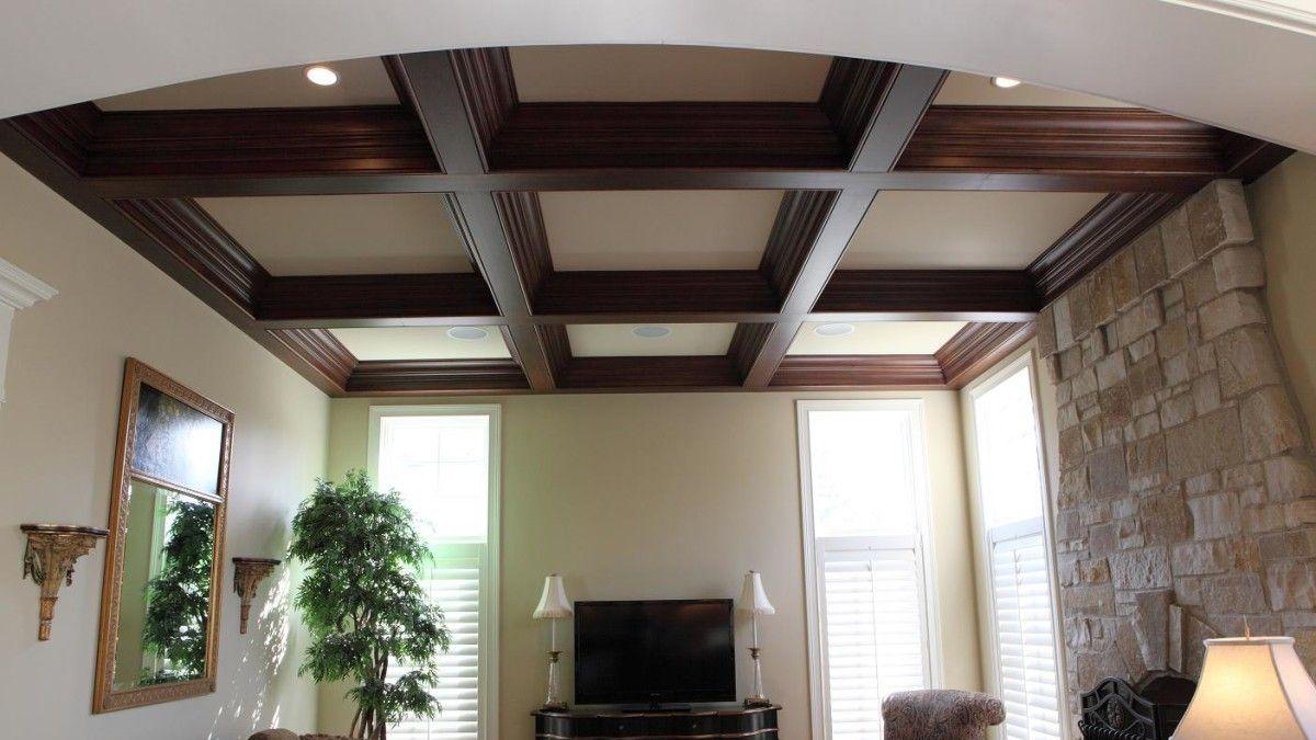 Деревянные элементы в дизайне потолка