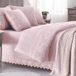 Нежно-розовое покрывало