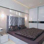Кровать цвета баклажан