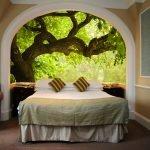 Фотообои окно за кроватью