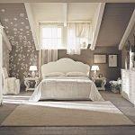 Спальня на мансарде в коричневых тонах
