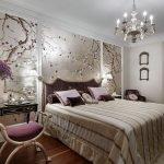 Цветы сакуры на обоях в спальне