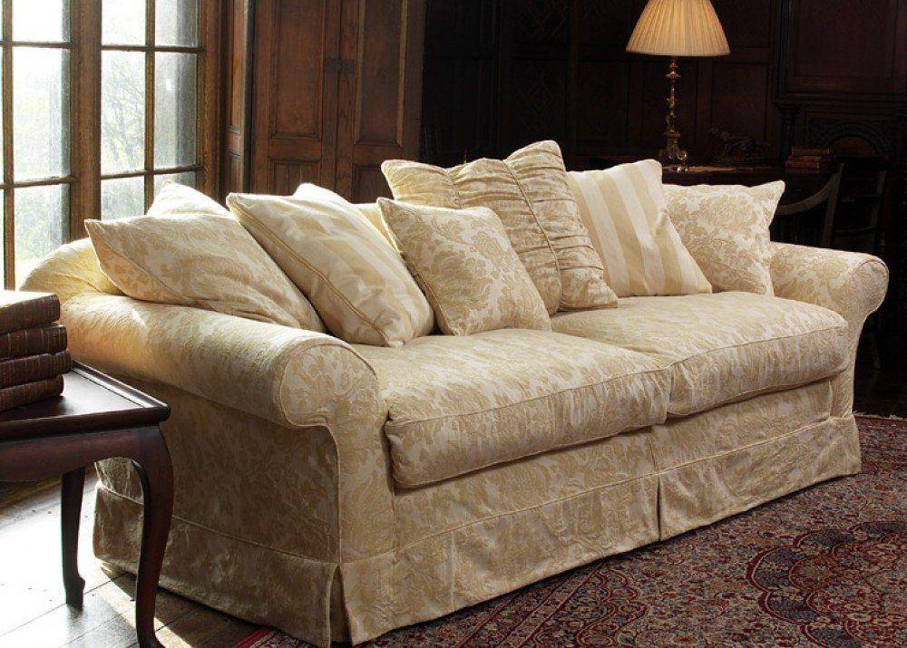 Еврочехол на диване в интерьере в стиле модерн