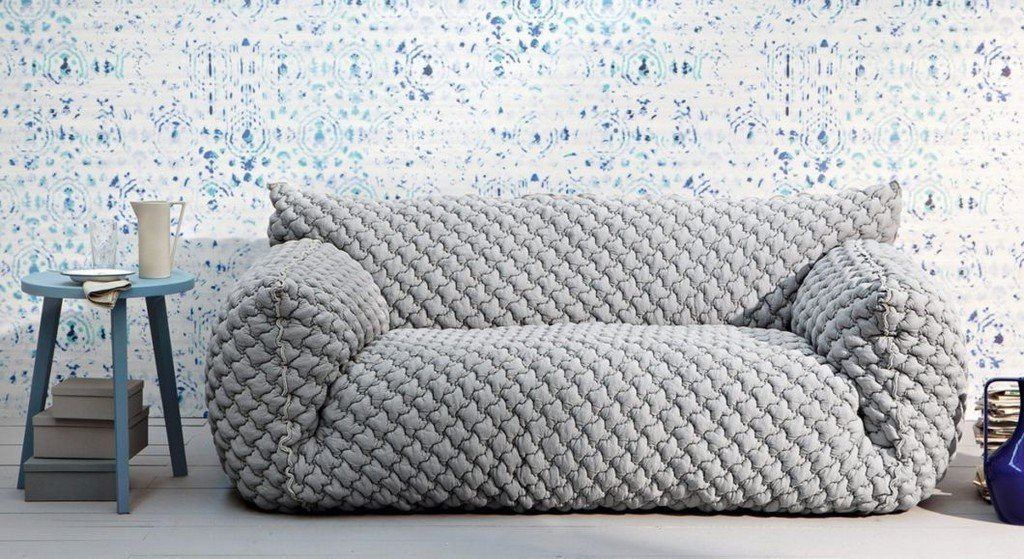 Серый еврочехол на диване