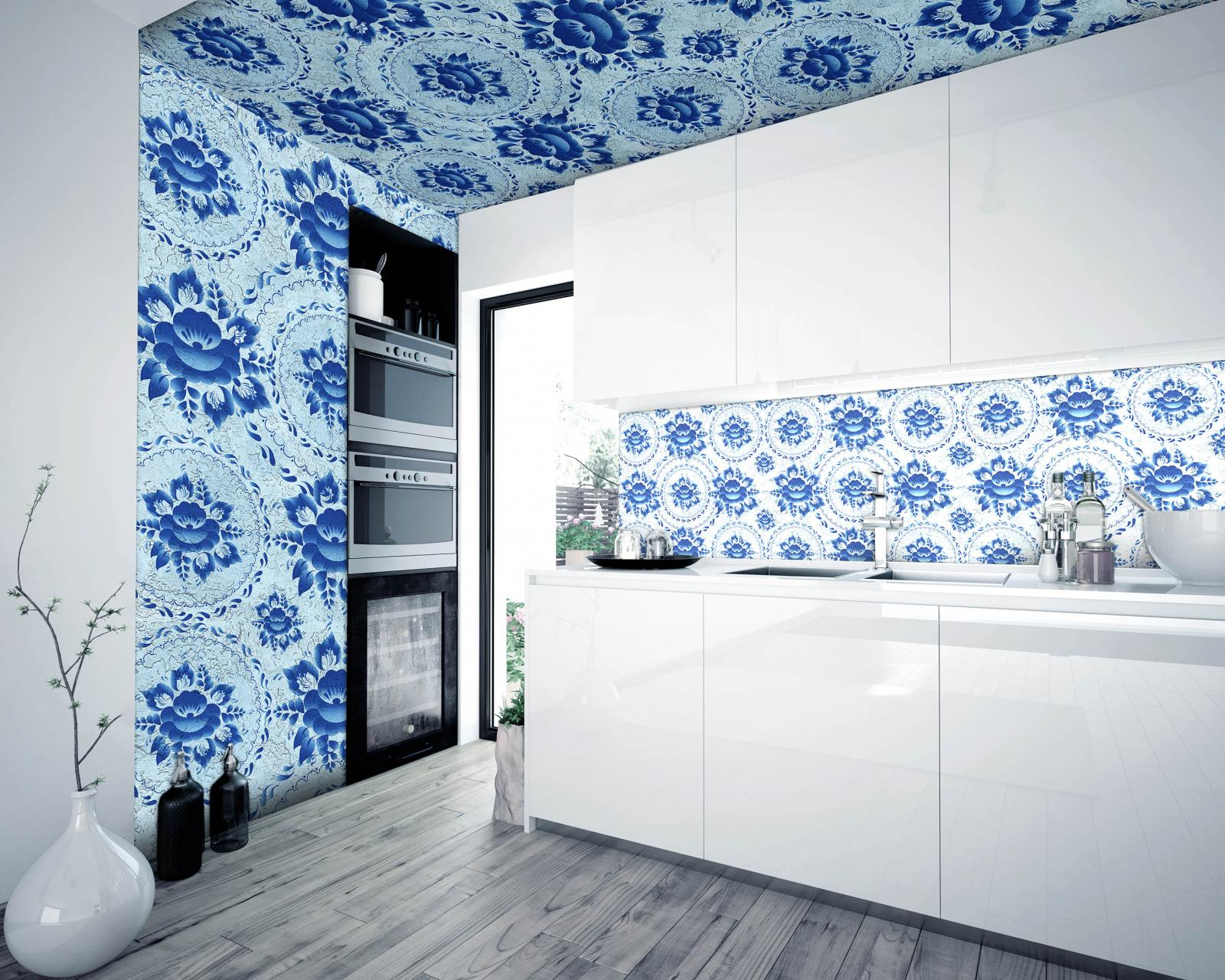 Стены и потолок на кухне с орнаментом гжель