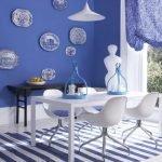 Синяя стена в качестве интерьерного акцента