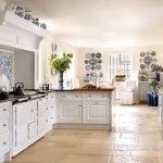 Предметы интерьера с орнаментом гжель на кухне
