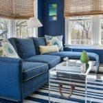 Подушки с рисунком гжель на диване