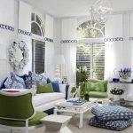 Бело-синий дизайн гостиной
