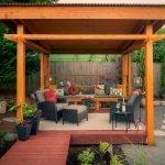 Беседка с садовой мебелью