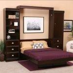 Бордовый раскладной диван