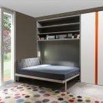 Небольшая спальня с кроватью-трансформер