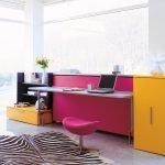 Яркий стол-кровать