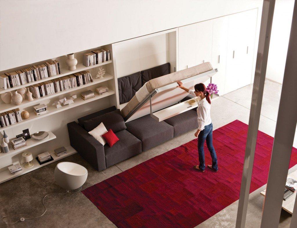 Красный ковер в зале