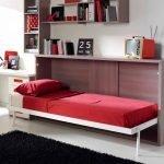 Красная складная кровать