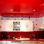 Красный однотонный натяжной потолок