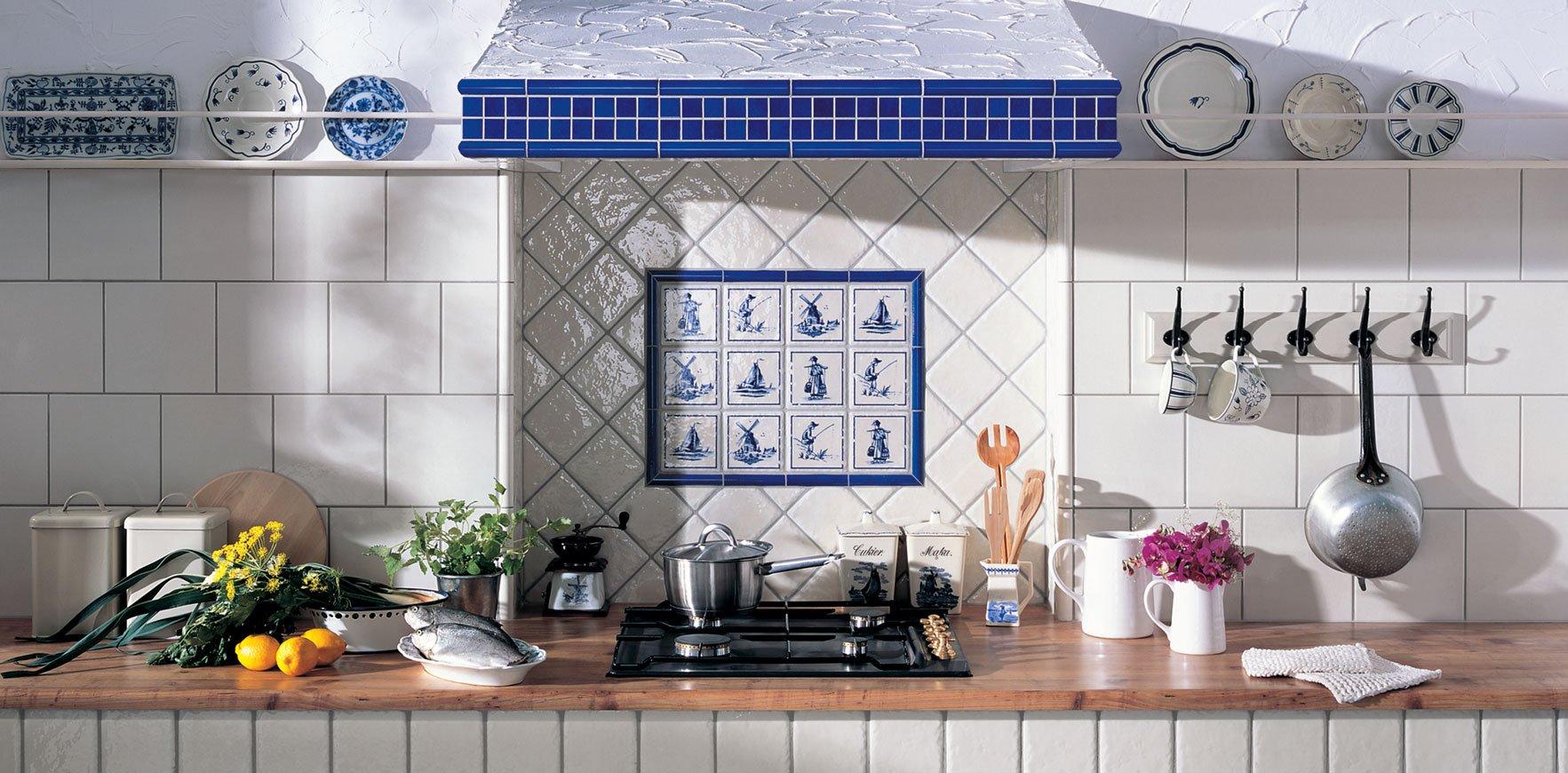 Синие элементы в дизайне кухни