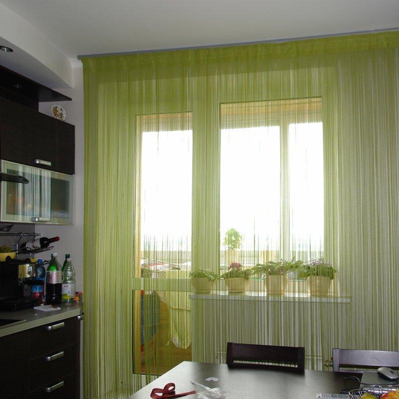 Кисея на кухне с балконом