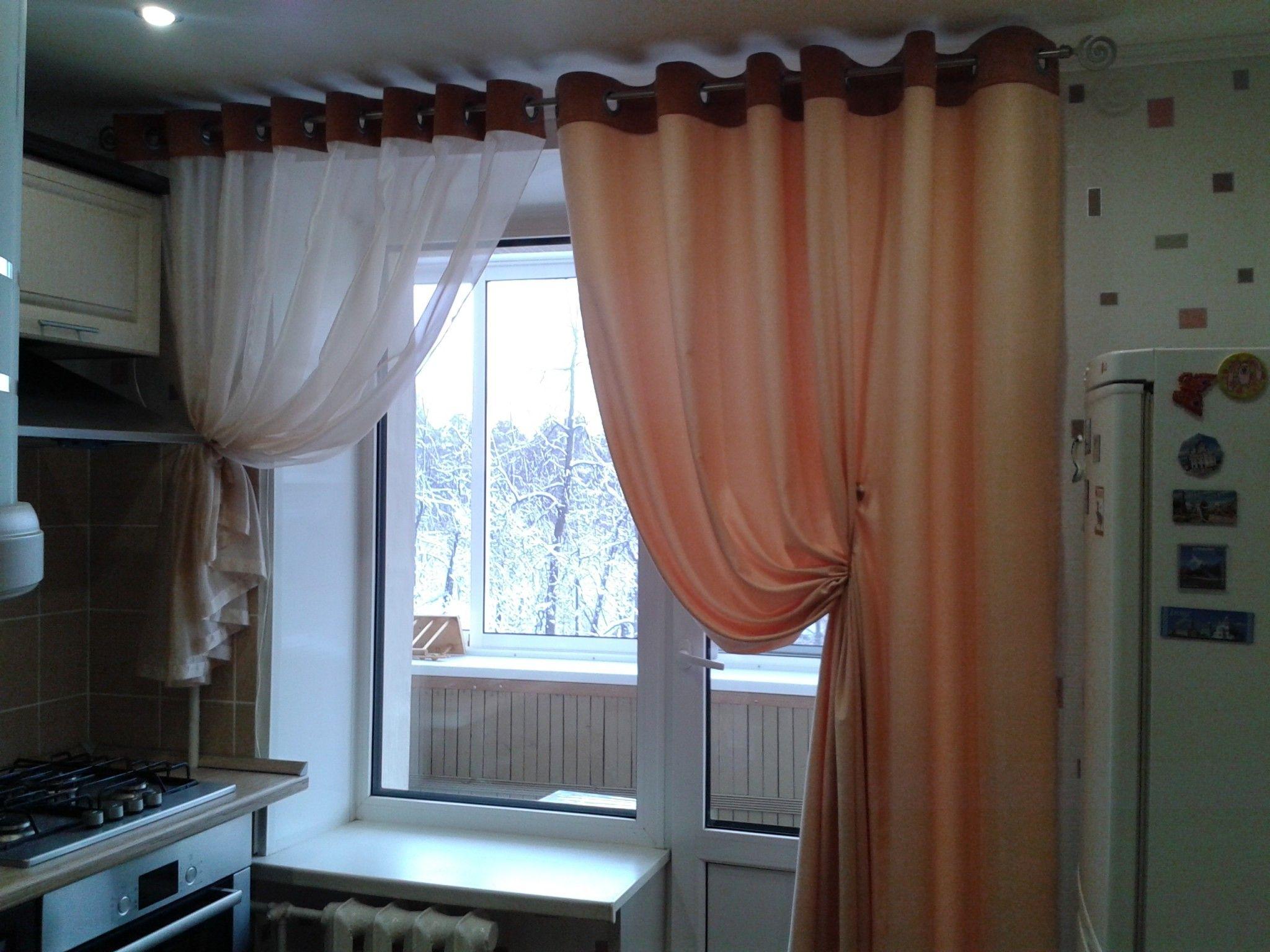Шторы на люверсах на кухне с балконом