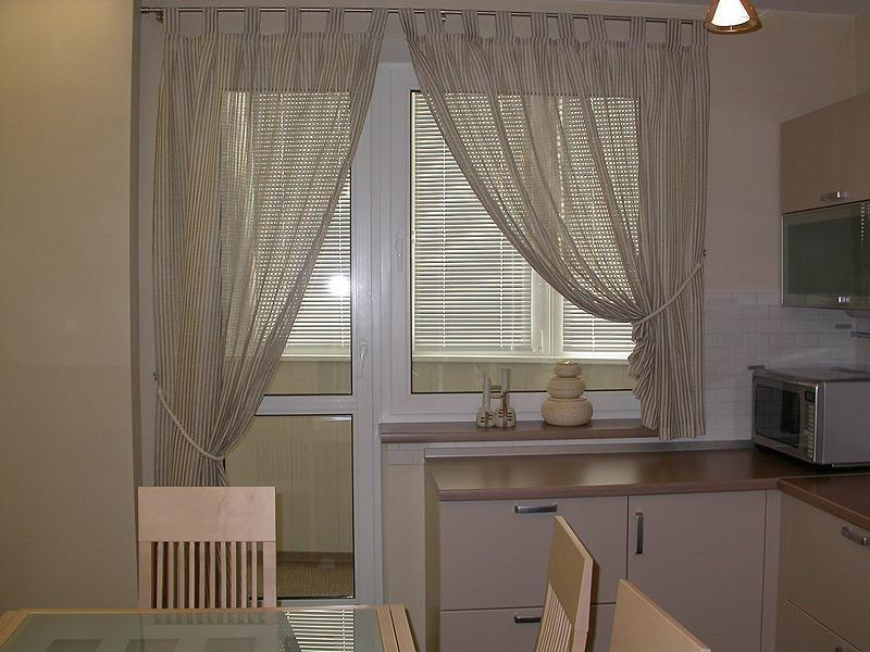 Асимметрия на кухне с балконом