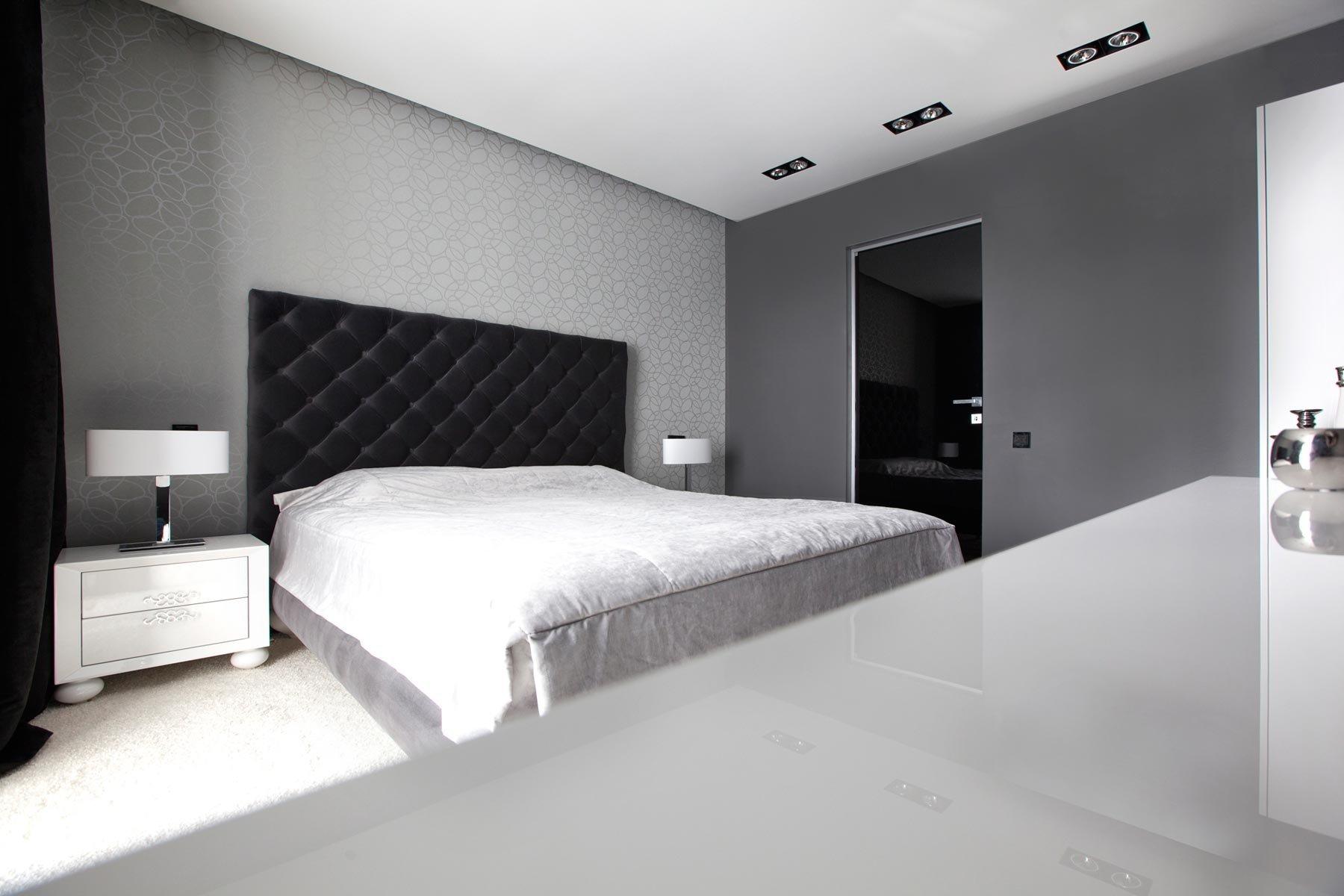Черные двери в дизайне спальне