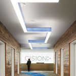 Освещение в коридоре офисного помещения