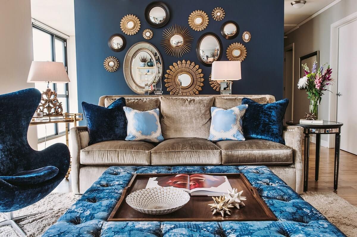 Зеркала над диваном