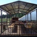 Стол и скамейки напротив мангала