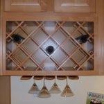 Полка для бутылок на кухне