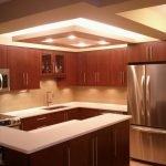 Стальной холодильник на кухне