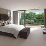 Спальня с большим балконом