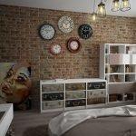 Коллекция часов на стене