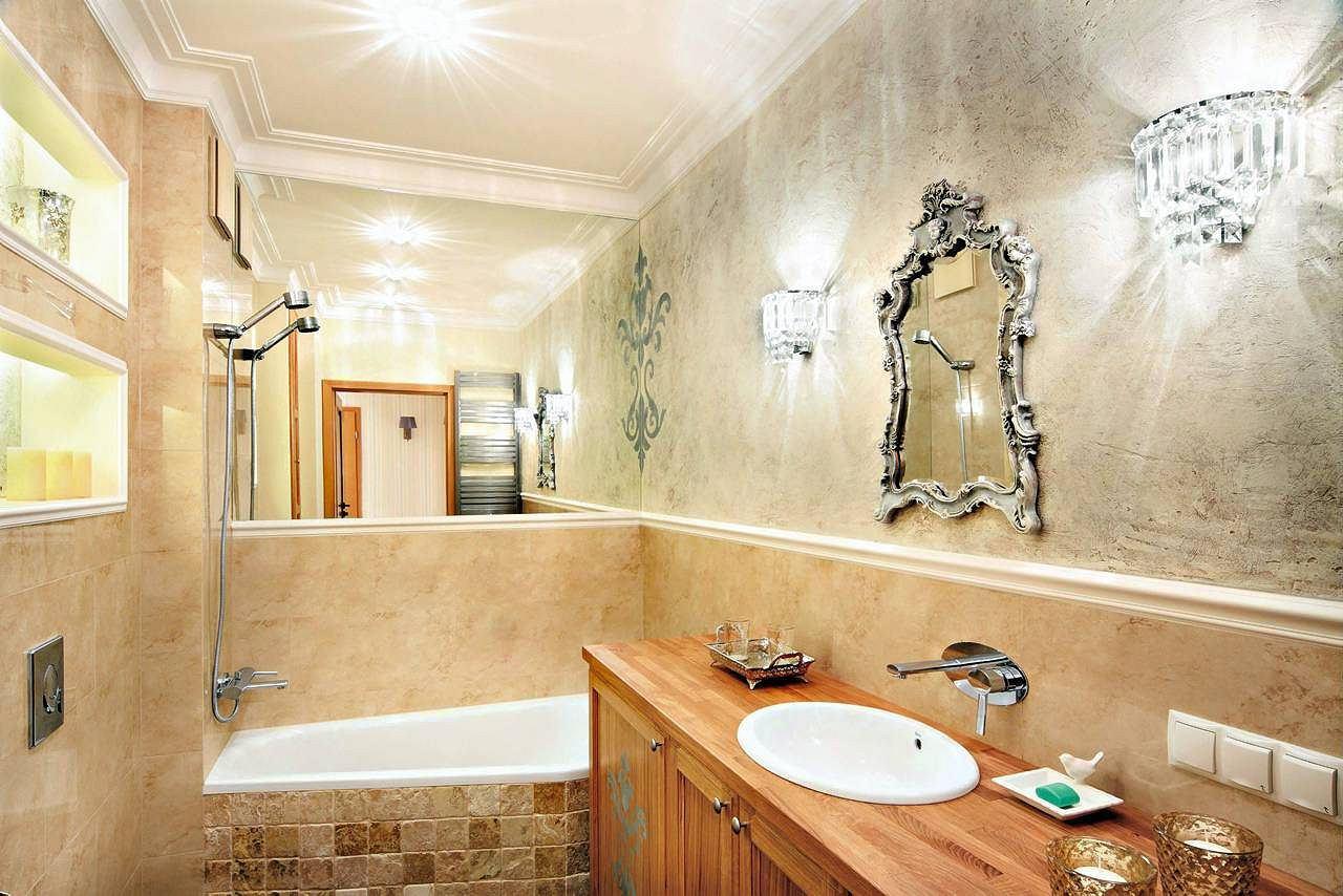 Декоративная штукатурка на стенах в ванной