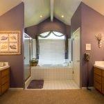 Вариант покраски стен в ванной