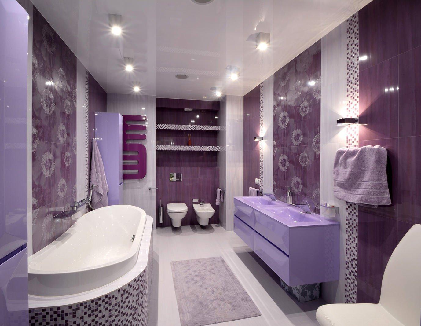 Сиреневый, белый и фиолетовый в дизайне ванной