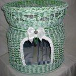 Зеленый плетеный домик