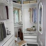 Небольшой угловой гардероб