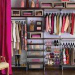 Линейная гардеробная за шторой