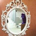 Овальное зеркало с декором