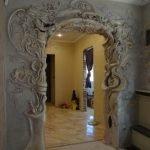Декор арки гипсовой лепниной