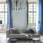 Серо-голубой цвет в гостиной