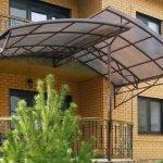 Дом с балконом
